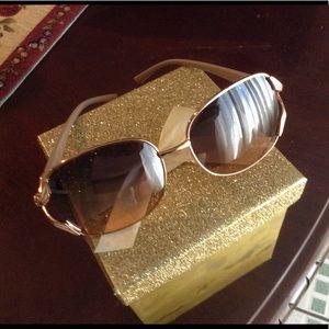 Jessica Simpson  sun glasses